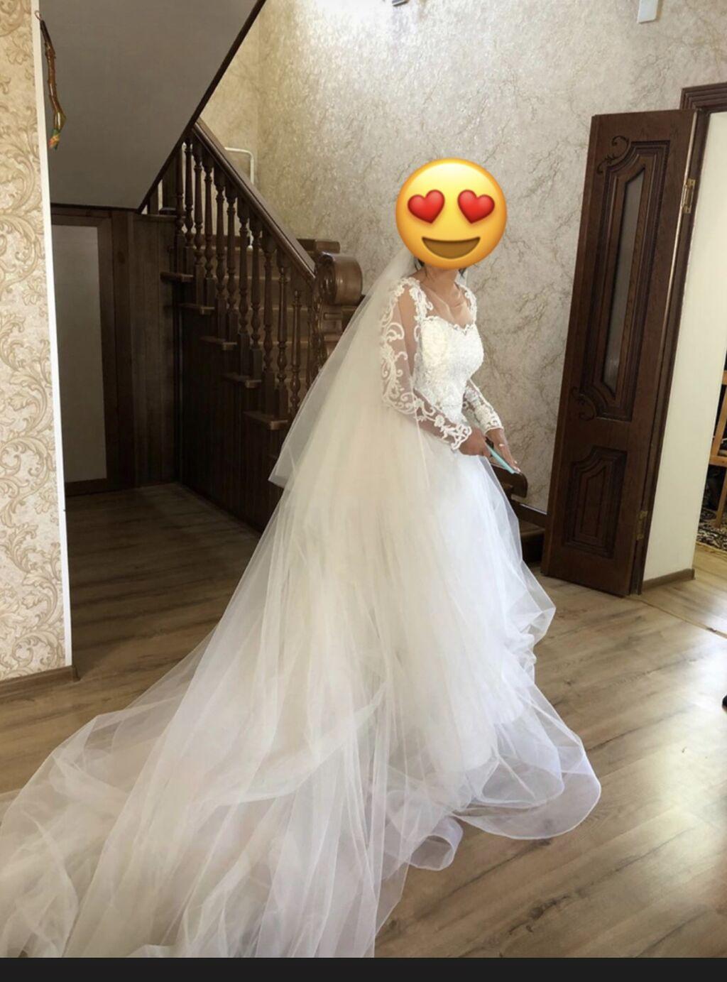Сдаю на прокат или продаю своё свадебное  платье- трансформер со съемным шлейфом