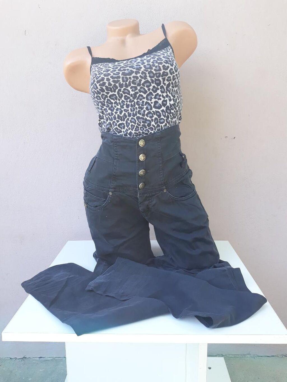 Pantalone crne bez oštećenja sa pojasom