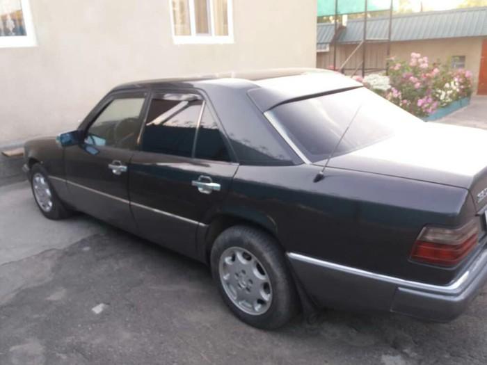 Mercedes-Benz E 320 1993. Photo 4