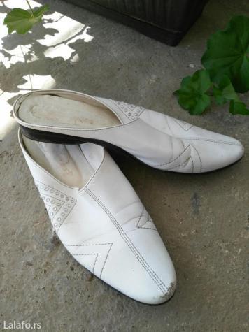 Papuče bele boje sa cirkonima,  broj 39, nošene. Ima malo oštećenja na - Kostolac