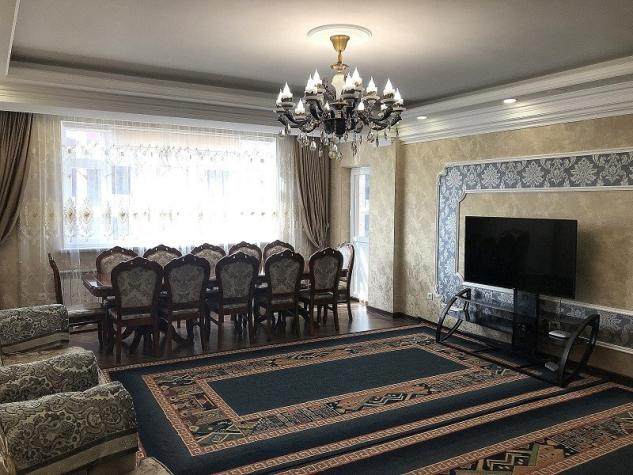 Продается квартира: 4 комнаты, 140 кв. м., Бишкек. Photo 1