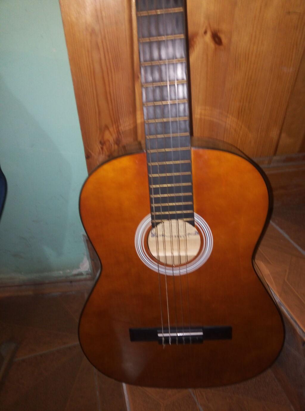 Kllasik gitara bura yazmayin zeng edin ve ya vatsapa yazin