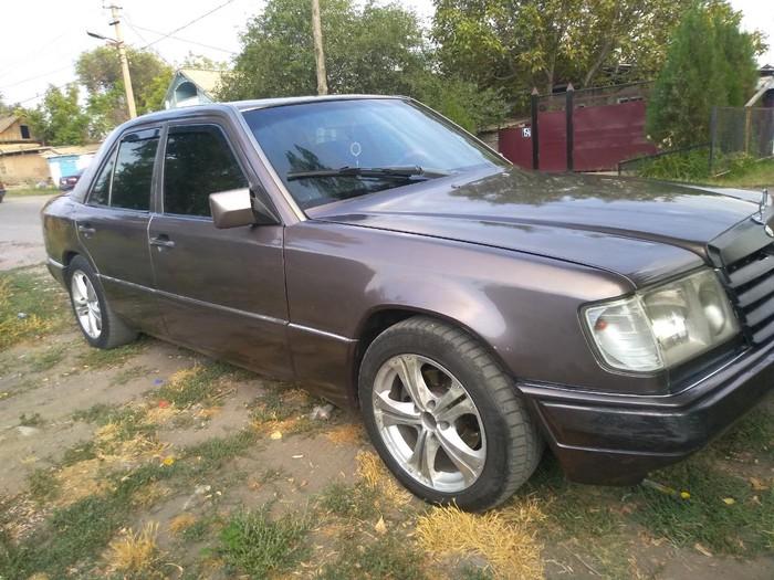 Mercedes-Benz E 260 1992. Photo 1