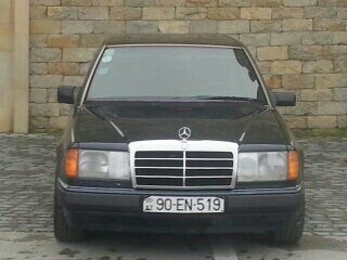 Mercedes-Benz E 200 1993. Photo 8