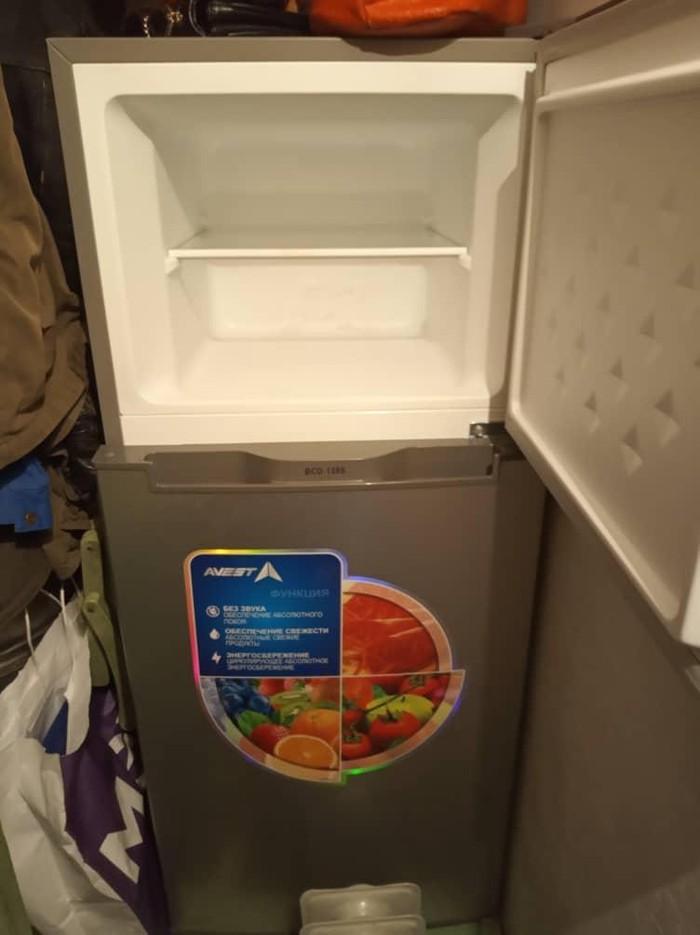 Маленький холодильник б/у цвет серый в очень хорошем состоянии.. Photo 2