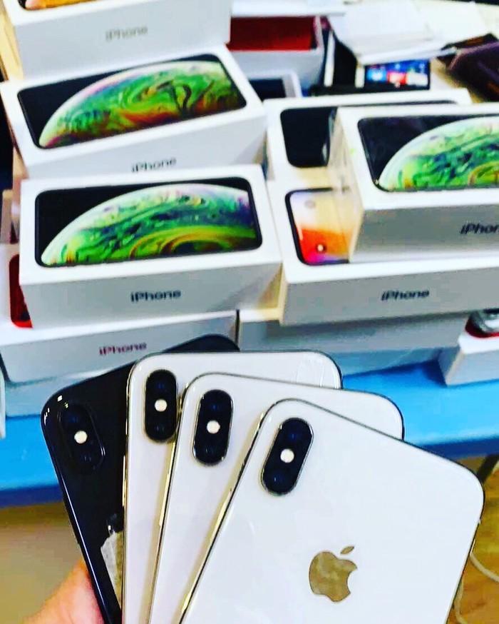 Iphone 7plus με εγγυηση με κουτι και δεχομαι ανταλλαγες