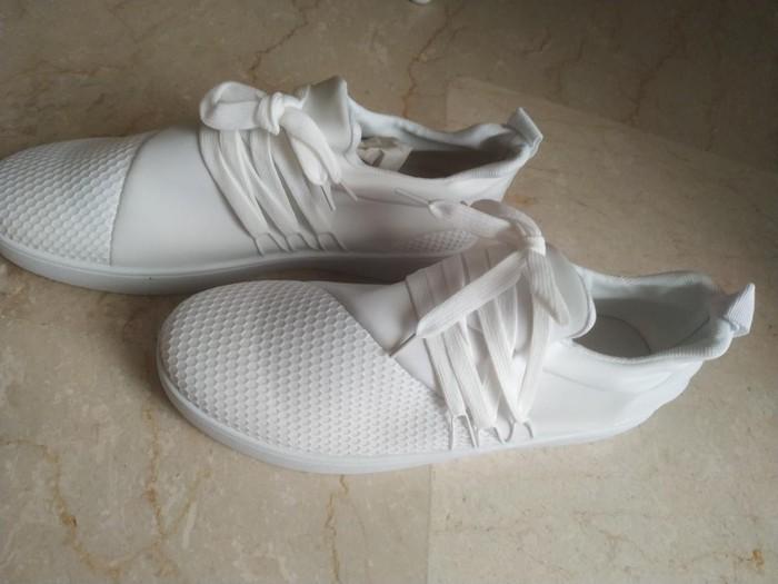 Sneakers 40no καινούργια αφορετα 10€ το ζευγάρι στείλε μήνυμα σε Αθήνα