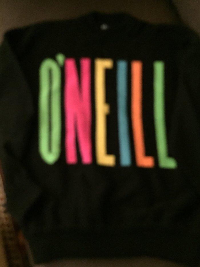 Πουλοβερ Oneill Μαύρο με πολύχρωμο λογότυπο . Νο Large . Αφόρετο . 10€. Photo 0