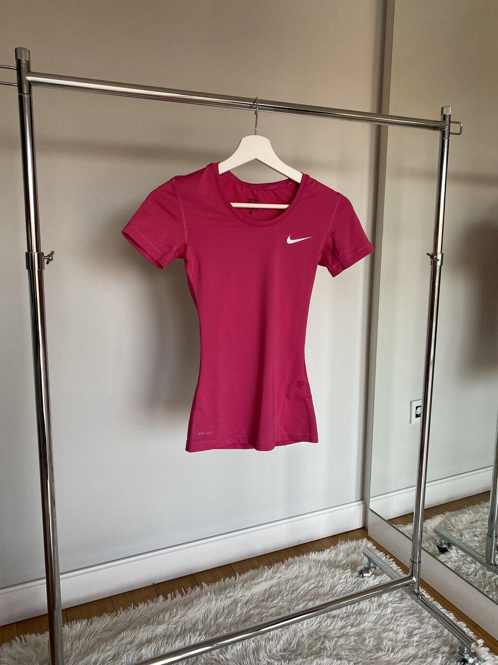 Ženske majice - Beograd: Nike original majica za trening. Velicina xs. Puna elastina. Obucena