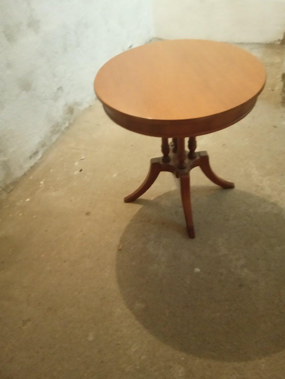 Τραπέζι σαλονιού κατάλληλο για να τοποθετηθεί ένα πορτατίφ