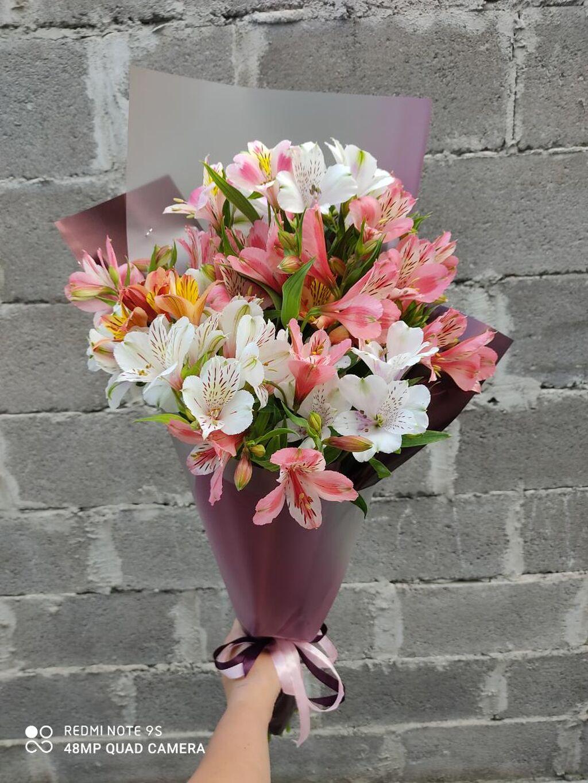 Цветы в наличии, розы, хризантемы, альстромерия, лилии, каллы, гвоздики и многое другое!!! Есть доставка!!! Букеты от 500сом!!!! Адрес Боконбаева 170 напротив 70школы!