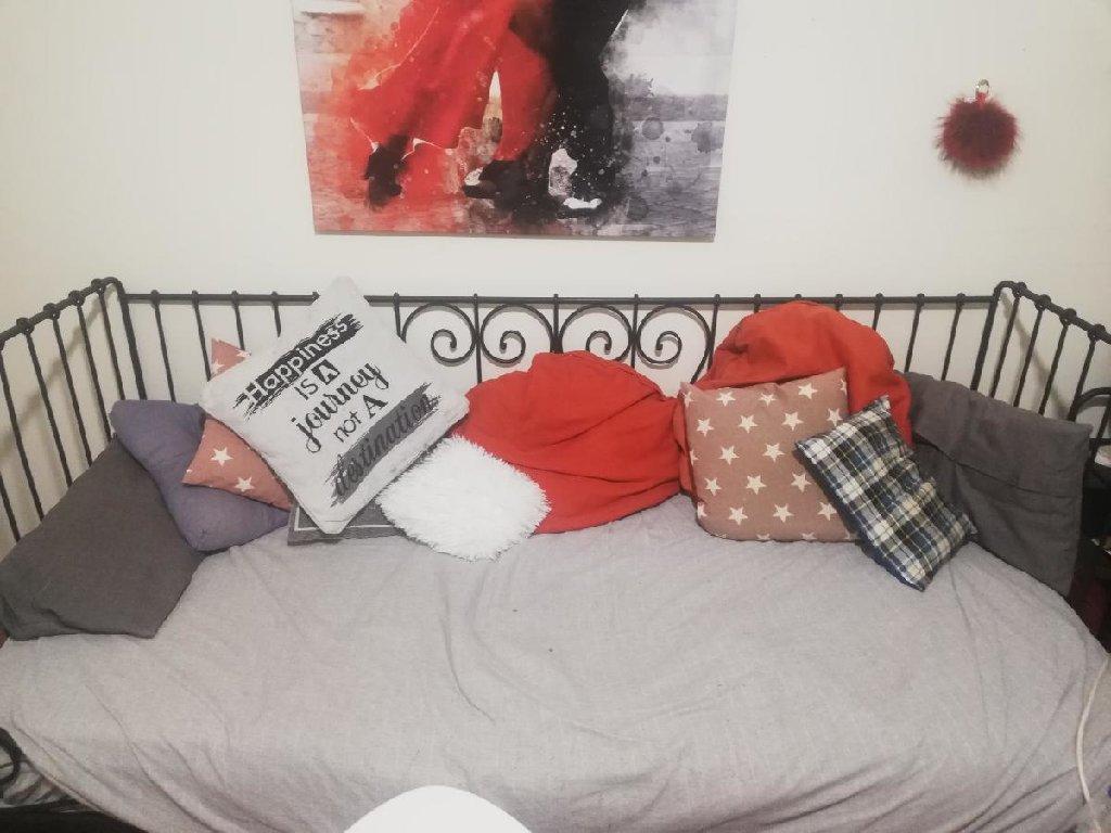 Σιδερένιο κρεβάτι που χρησιμοποιείται και ως καναπές