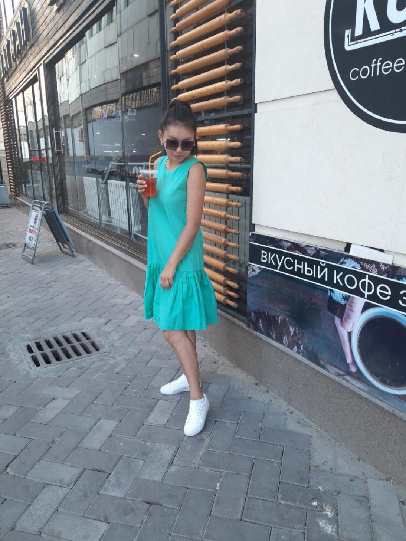 Милое платье очень красивого цвета