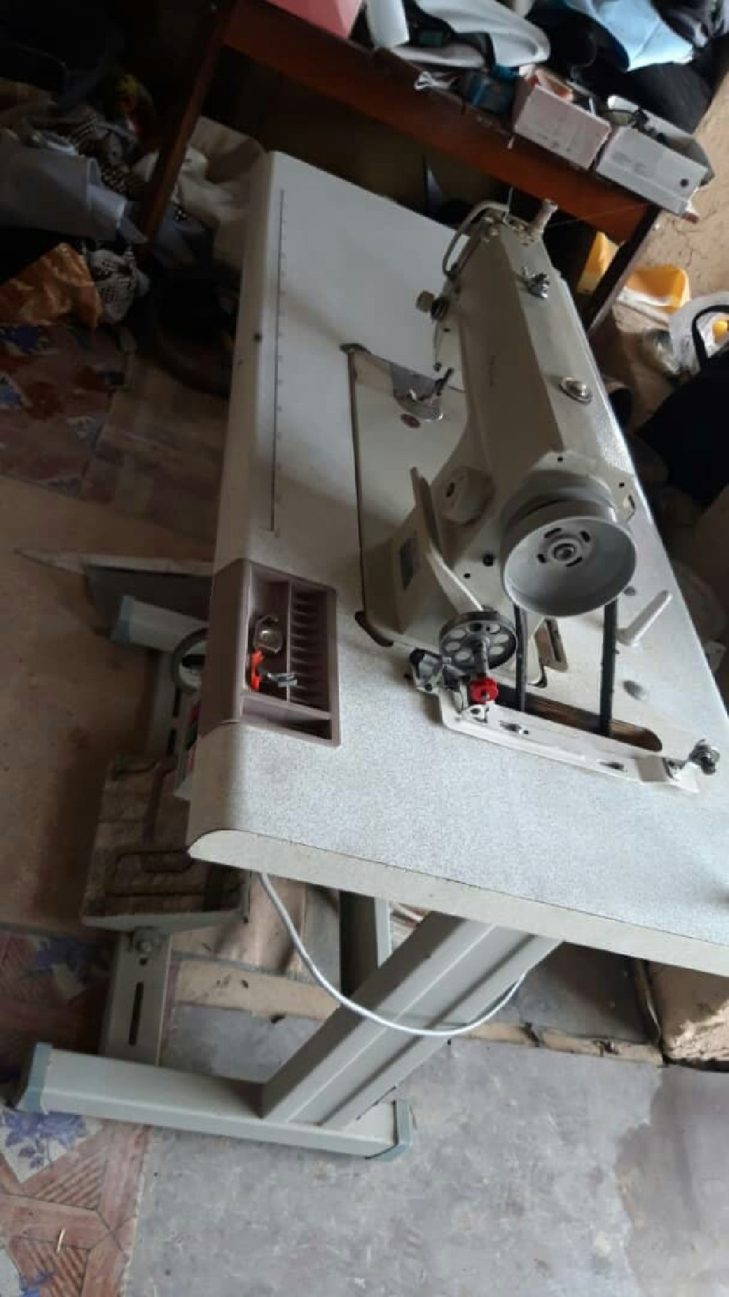 Продаю швейная машинка прямой строчка срочно