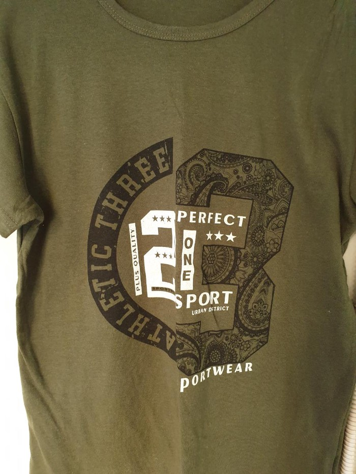 T shirt. Photo 1