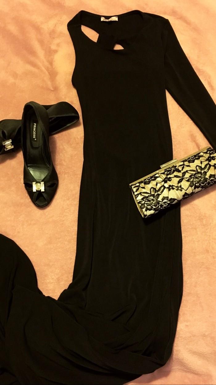 Μαύρο μαξι φόρεμα με ανοιχτή πλάτη μέγεθος small/medium για εντυπωσιακες εμφανισεις!!ολοκαίνουργιο δεν έχει φορεθεί ποτε! Για περισσότερες πληροφοριες στείλτε μήνυμα! Η τιμή είναι μαζί με το τσαντάκι και τις γόβες!