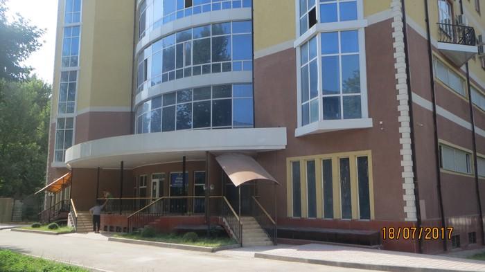 Продаётся коммерческая площадь без внутренней отделки на 1-м и 2-м этажах в новом 7-ми этажном кирпичном доме по ул