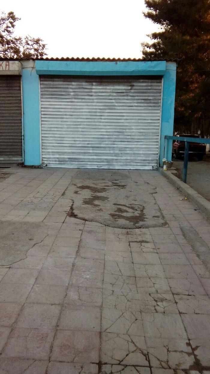 Bakı şəhərində Sumqayitda 42 ci kvartalda yol kenarinda 2 obyekt satilir. Obyektler