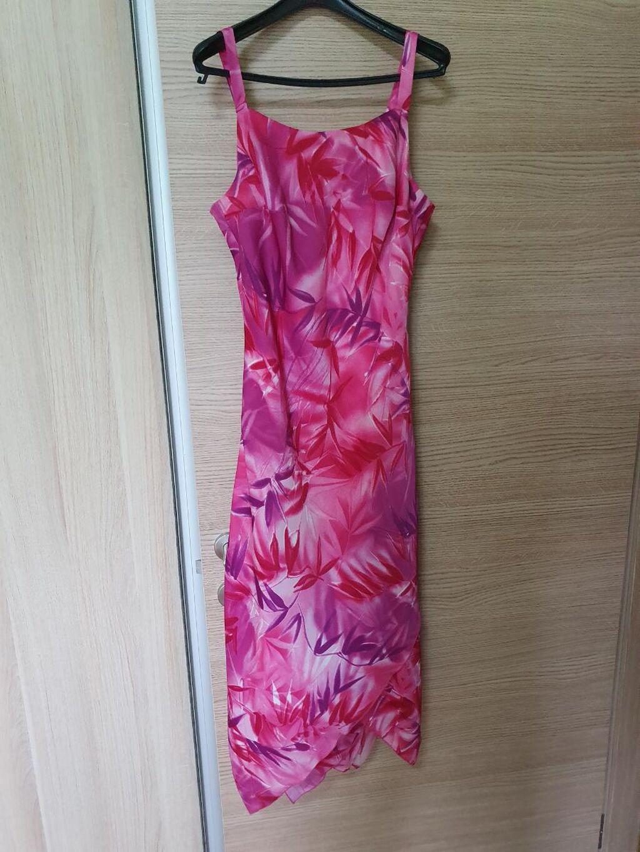 Neobicna haljina, sa slojevitim donjim delom
