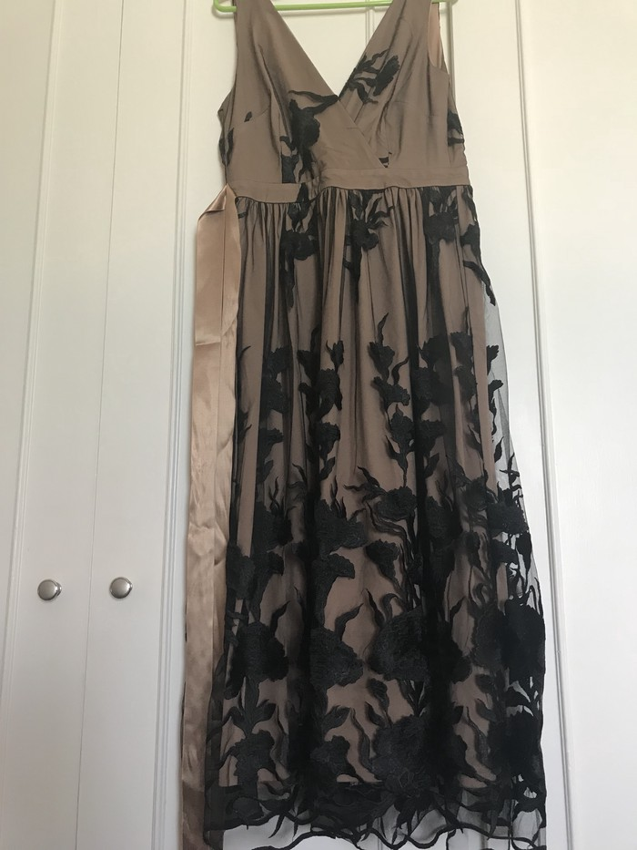 Φορεμα νουμερο m