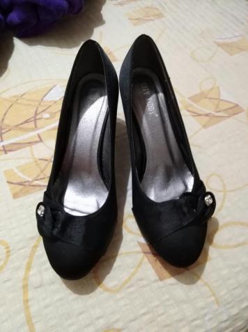 Cipele na prodaju broj 40 crne