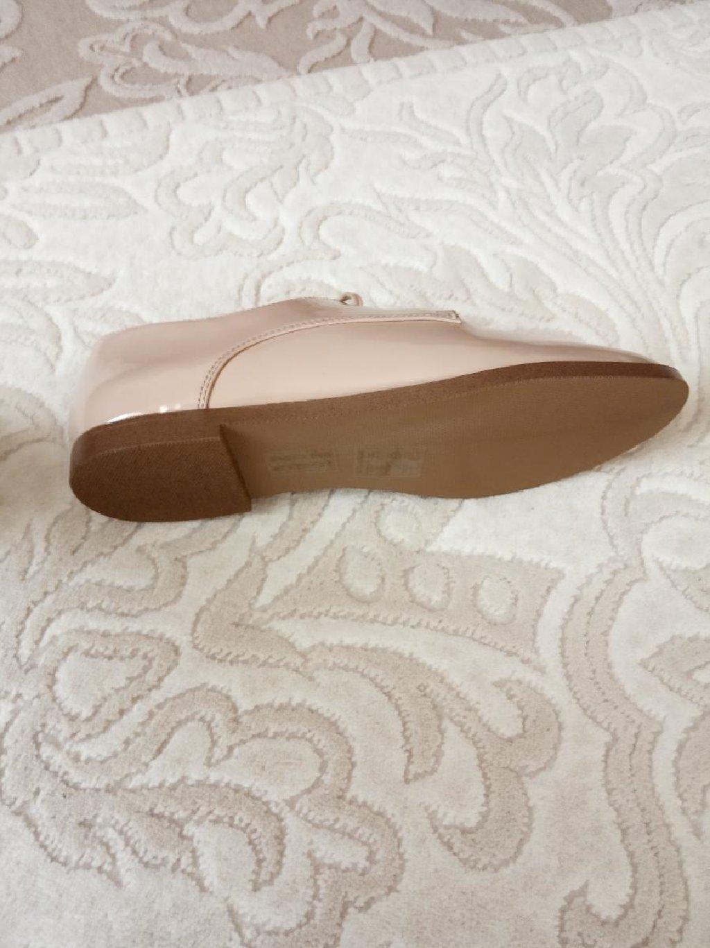 Совсем новые туфли,очень удобные,размер 38,5,продаю за 50 ман,есть скидка