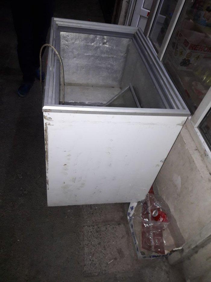 Bakı şəhərində Dükan bağlandığı üçün soyuducu satılır. İşləyir çürüyü pası yoxdur.