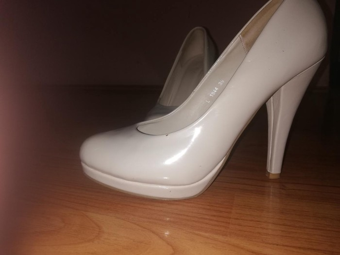 Cipele na štikli bež boje