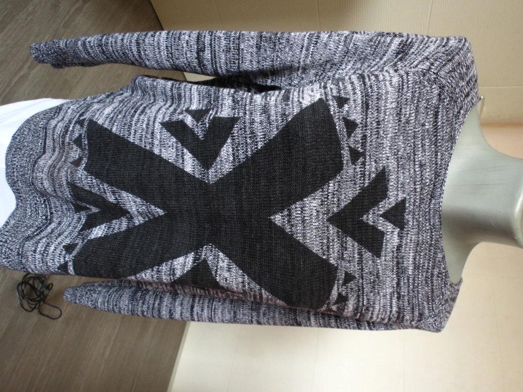 H&M Zenska bluza M vel