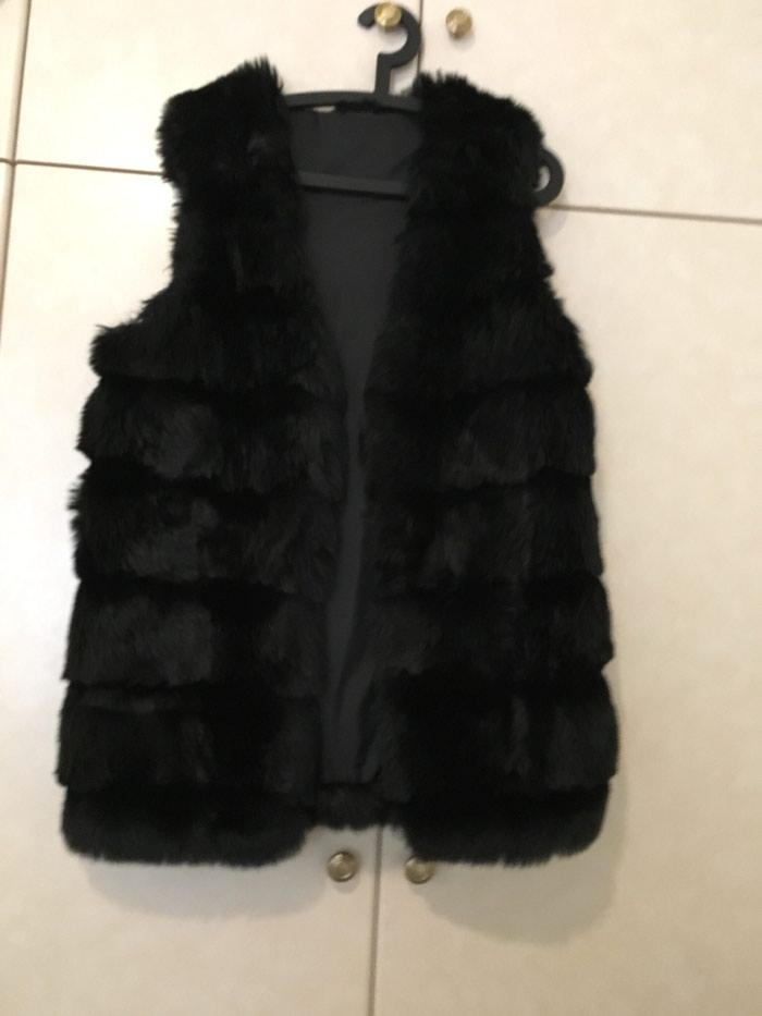Γυναικείος ρουχισμός - Πειραιάς: Αμανικη γούνα χρώμα μαύρο one size.δενεχει φορεθει ποτε