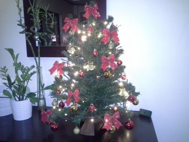 Χριστουγεννιατικο δεντρακι 70cm x 60cm, δινεται στολισμενο. σε Αθήνα