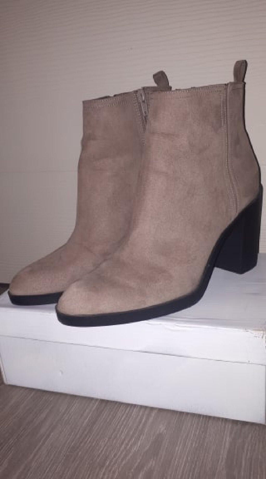 H&M Zenske cizme br 40