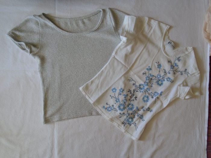 Ozone bela bluzica sa plavinmm cvetićima veličine 12, poluobim struka 32 cm a dužina 44 cm + na poklon još jedna bluzica,  poluobim struka bez tegljenja 35 cm a dužina 42 cm