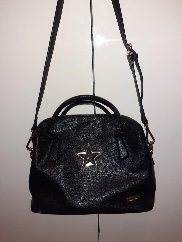 SNIZENO!!!Potpuno nova torba francuske firme Saval Za sve kombinacije Mnogo lepše izgleda nego na slici Prodajem zbog zatvaranja butika !!!Dogovor!