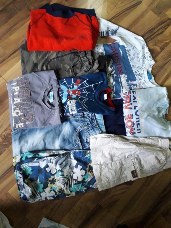 Paket stvari za 7-8 god , majice dug rukav, trenerka maskirna,farke ,dvoje bermuda
