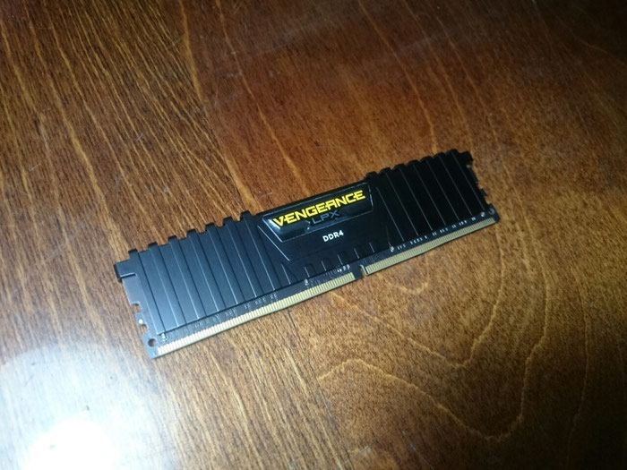 Оперативная память DDR4 8Gb Corsair Vengeance LPX 2400Mhz. Photo 1