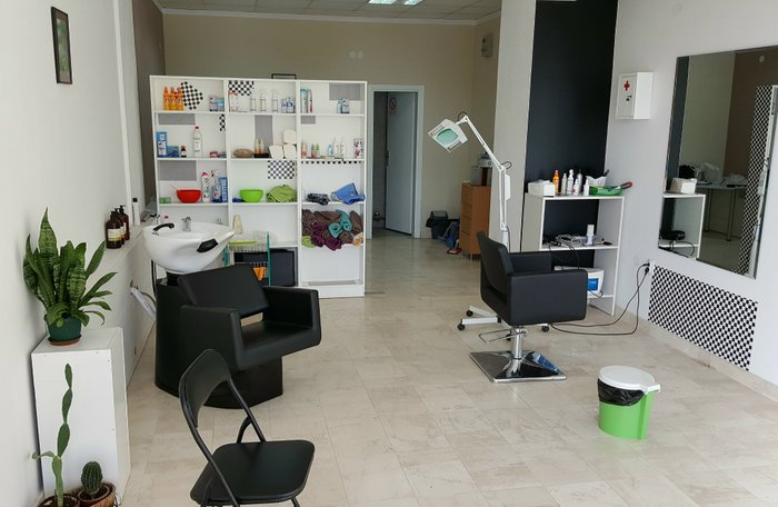Potrebna pomoćnica za rad u salonu specijalizovanom za tretman vaši - Novi Sad