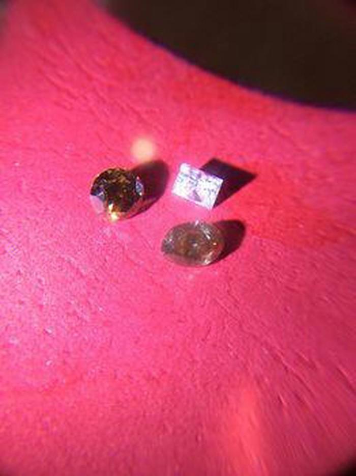 Πολυτιμα διαμαντια βαρος 18 γραμμ.. Photo 2