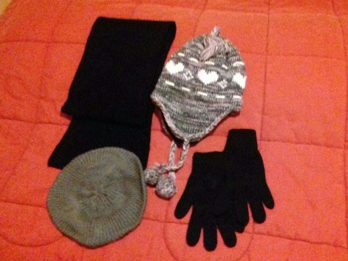 Κασκόλ, γάντια, μπερές, σκούφος - αφόρετα Όλα μαζί 10€. Photo 0