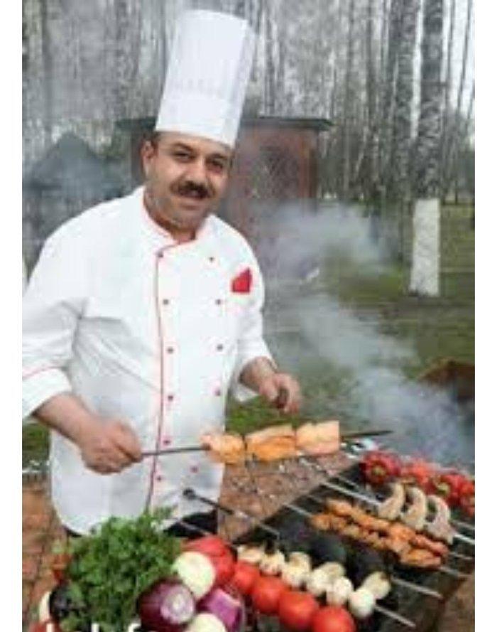 Bakı şəhərində Xalqlarda yerleşen restorana kababçi aşbaz teleb olunur.iş saatı