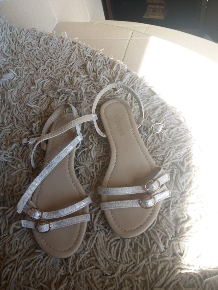 Bele sandale 37. Photo 0