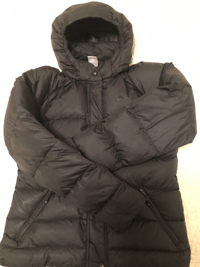 NIKE zenska jakna. Crna,perjana,ocuvana,velicina L.. Photo 1