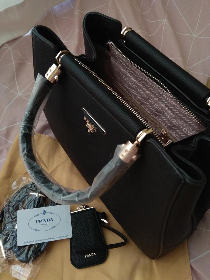 Τσάντα Prada + δωρο ασορτι πορτοφόλι Prada + αυθεντική club card σε Meyrin