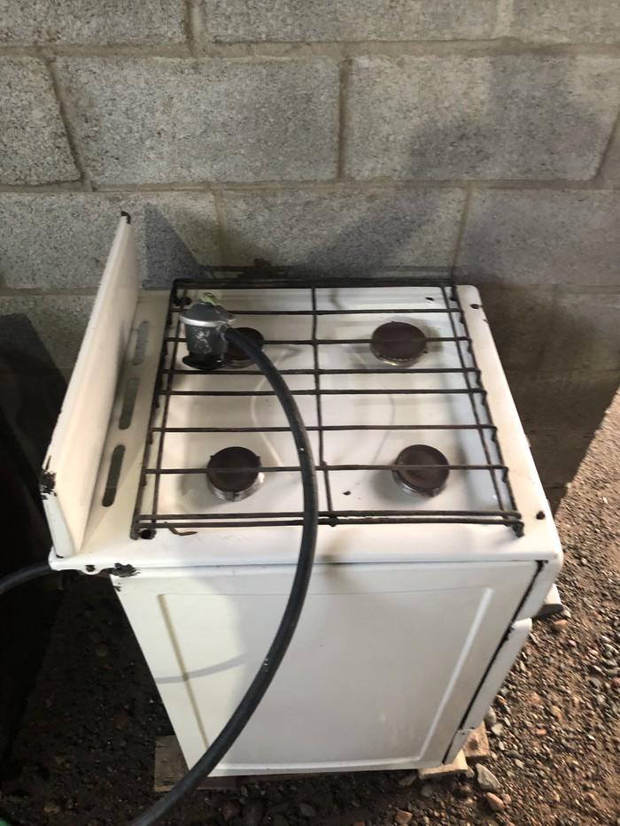 Газовая плита четырехконфорочная в рабочем состоянии. Photo 4