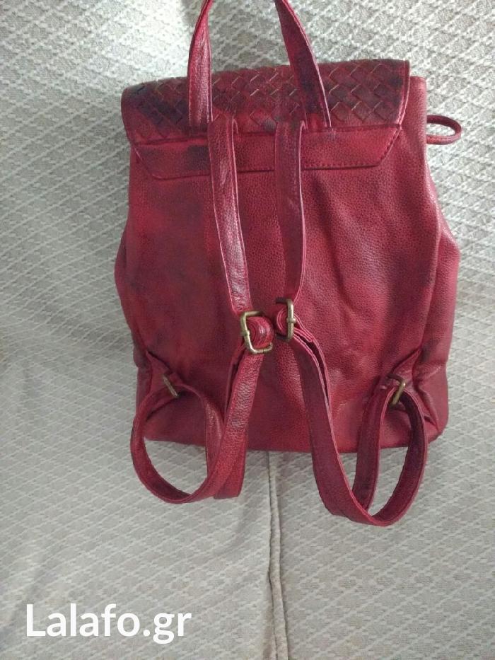 Τσάντα πλάτης μεσαίου μεγέθους με πολλές θήκες (2εξωτερικα και 4 εσωτερικά) τρομερής ποιότητας