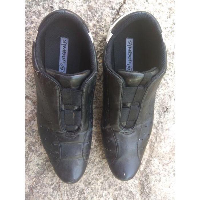 Πωλούνται μαύρα αθλητικά παπούτσια μάρκας Symbol. Photo 1