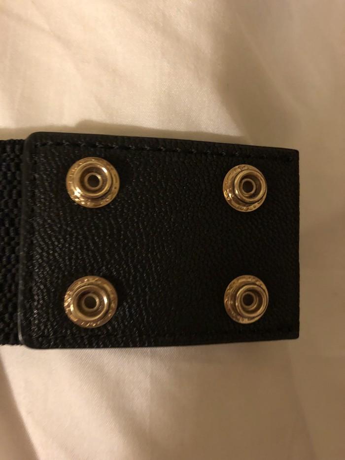 Ολοκαίνουργια όμορφη μαύρη και χρυσή GUESS ζώνη!!   αρχική τιμή 50€!!. Photo 3