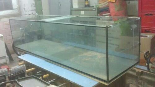Bakı şəhərində Bütün ölçülerde akvariumlar var. Teze ve islenmis munasib qiymete