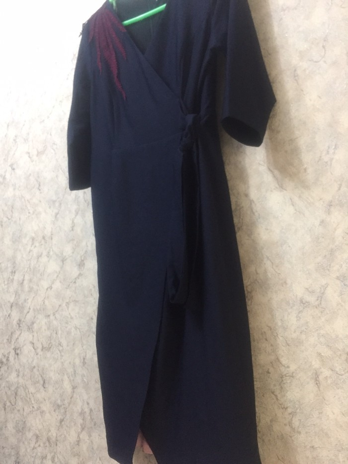 Платье новое ниже колена сидит по фигуре 48р . Photo 2