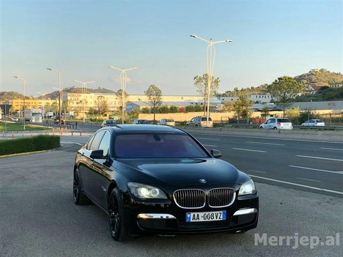 BMW 730 2010. Photo 1